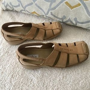 🦋SALE TODAY Privo by Clarks Tan Shoes